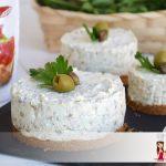 Cheesecake salato alle fette biscottate Hüber e olive